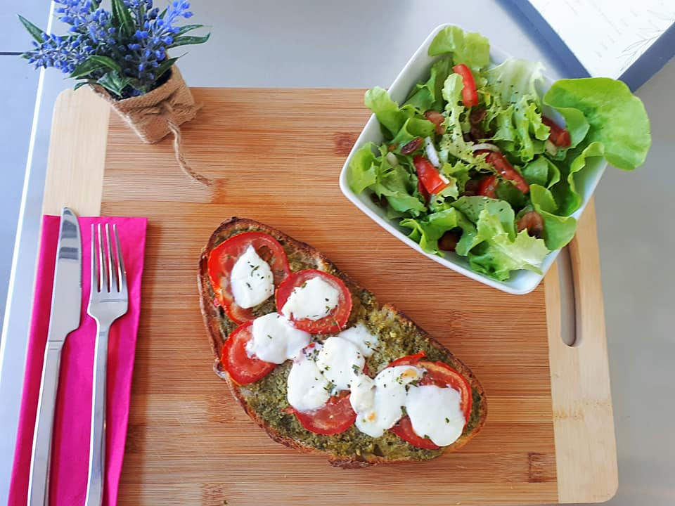 TARTINE TOMATE MOZZA PESTO CHAPOTINS RESTAURATION